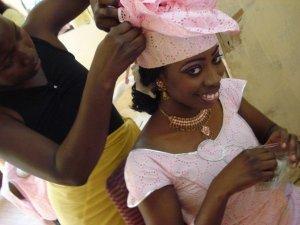 Getting Senegalese headtie (3)